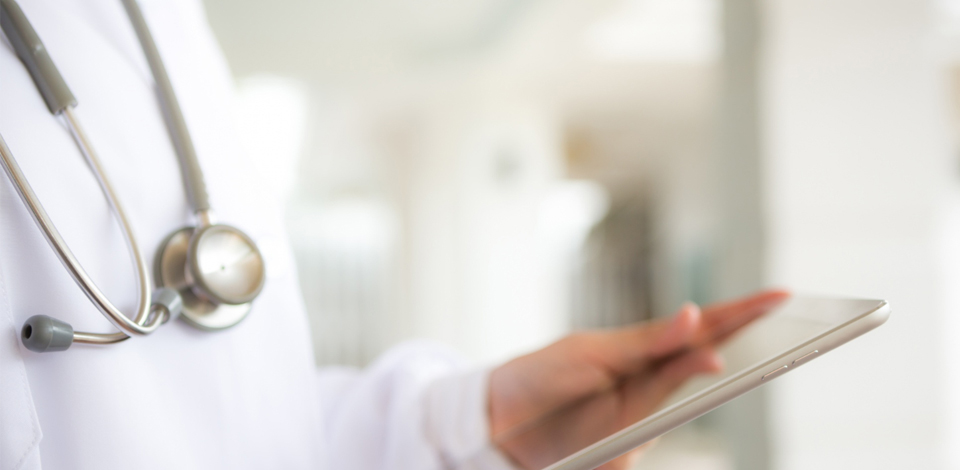 Doctor-tablet-digital